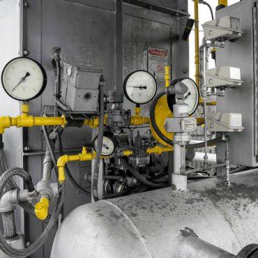 Closeup equipment - cranes, tubes, pressure gauges. pressure measurement